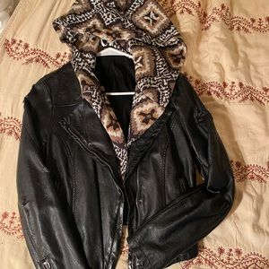 ❤️FREE PEOPLE PLEATHER JACKET❤️